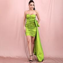 vestido ajustado tubo de saten con fruncido con lazo grande