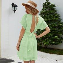 Kleid mit tiefem Kragen, Punkten Muster und offener Rueckseite