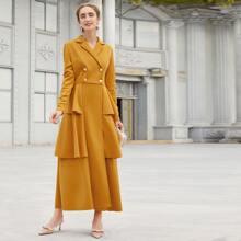 Blazer Kleid mit zweireihigen Knopfen und Schosschen am Saum