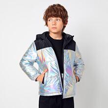 Abrigo con capucha de color metalico con cremallera