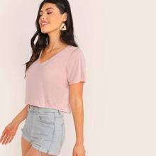 Einfarbiges Crop T-Shirt mit V-Kragen