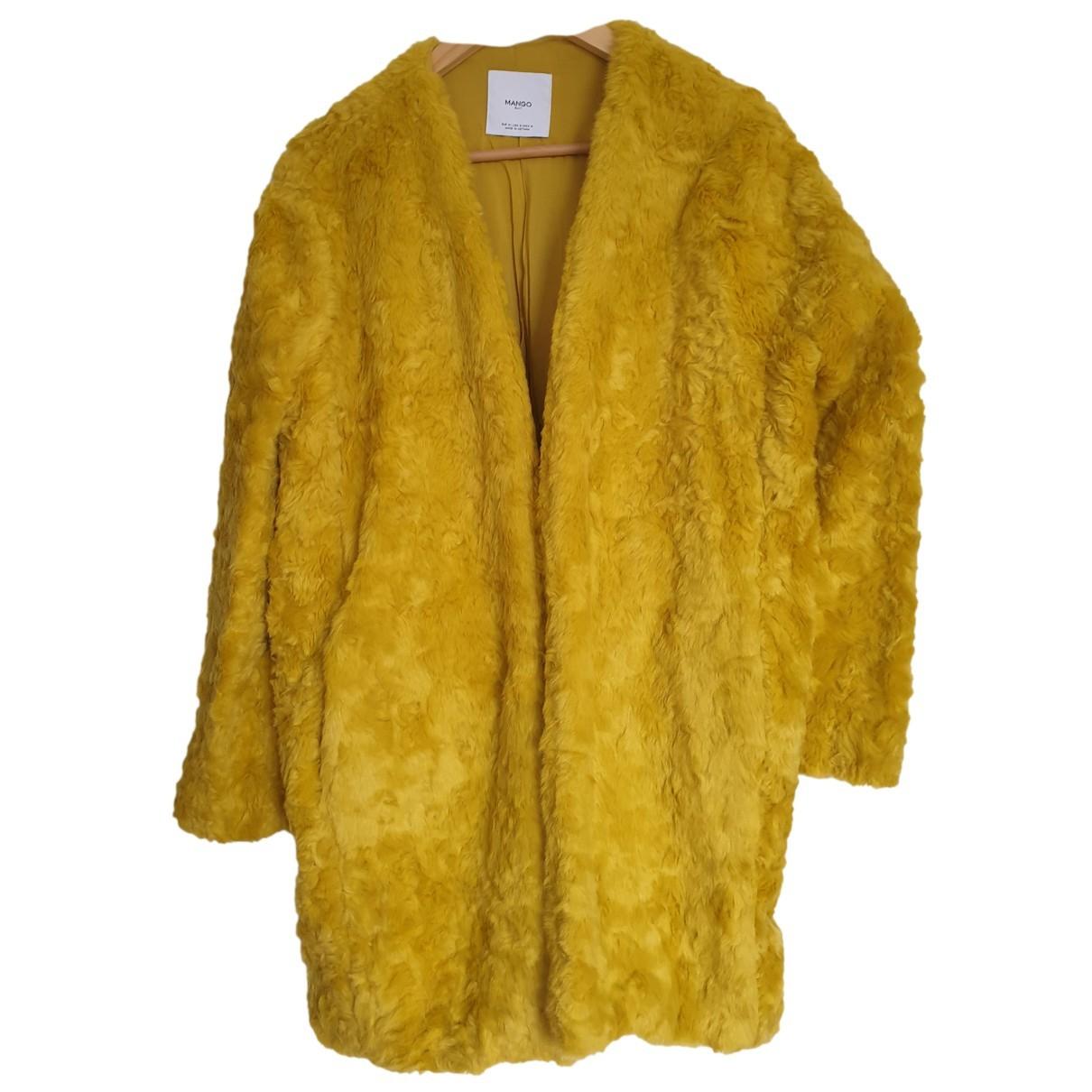 Mango - Manteau   pour femme en fourrure synthetique - jaune