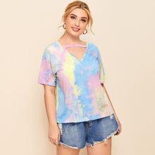 Camiseta de tie dye de cuello cortado V