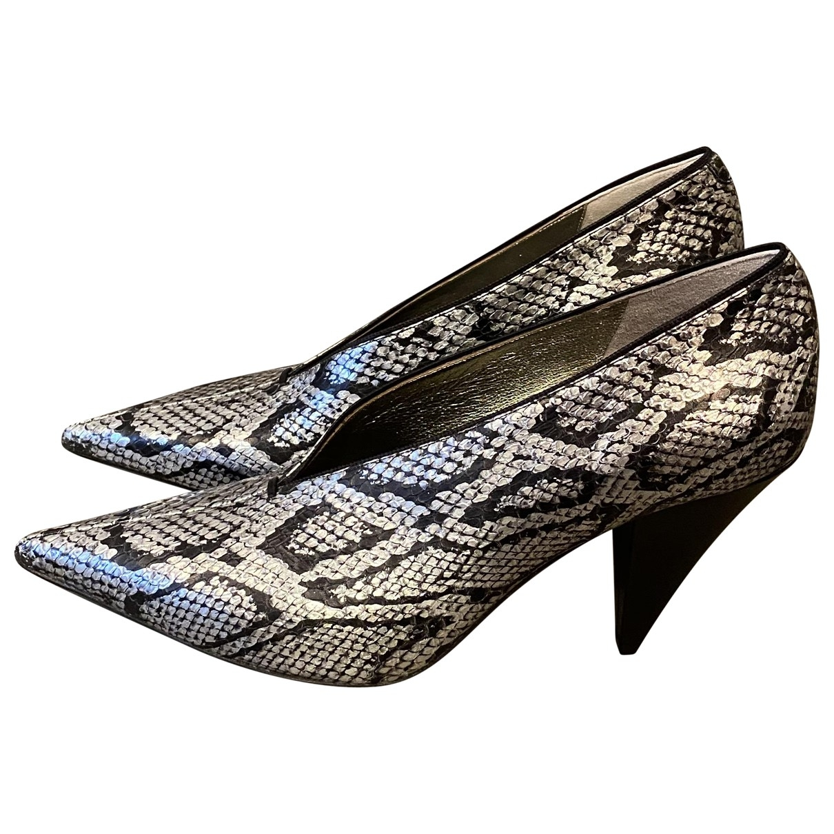 Celine Soft V Neck Pumps in  silber / schwarz Leder