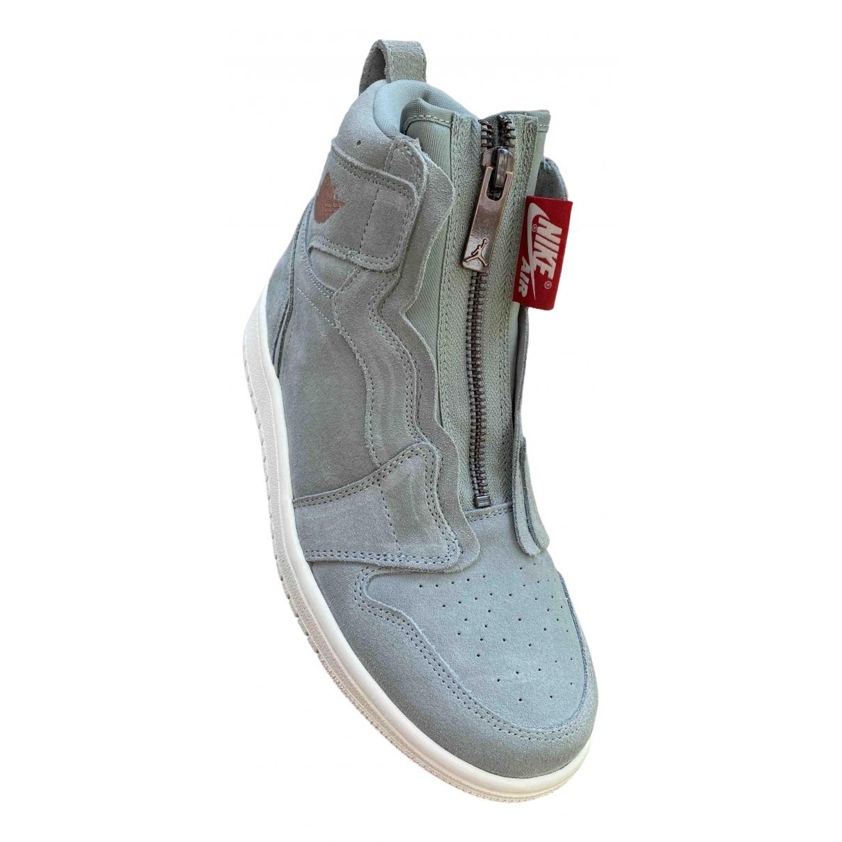 Jordan Air Jordan 1  Sneakers in  Grau Veloursleder