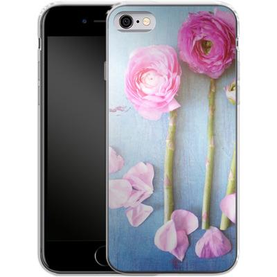 Apple iPhone 6s Silikon Handyhuelle - Cottage Flowers von Joy StClaire