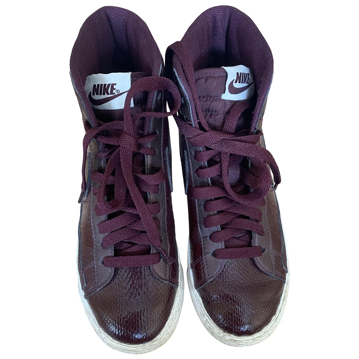 Nike - Baskets Blazer pour femme en cuir - bordeaux