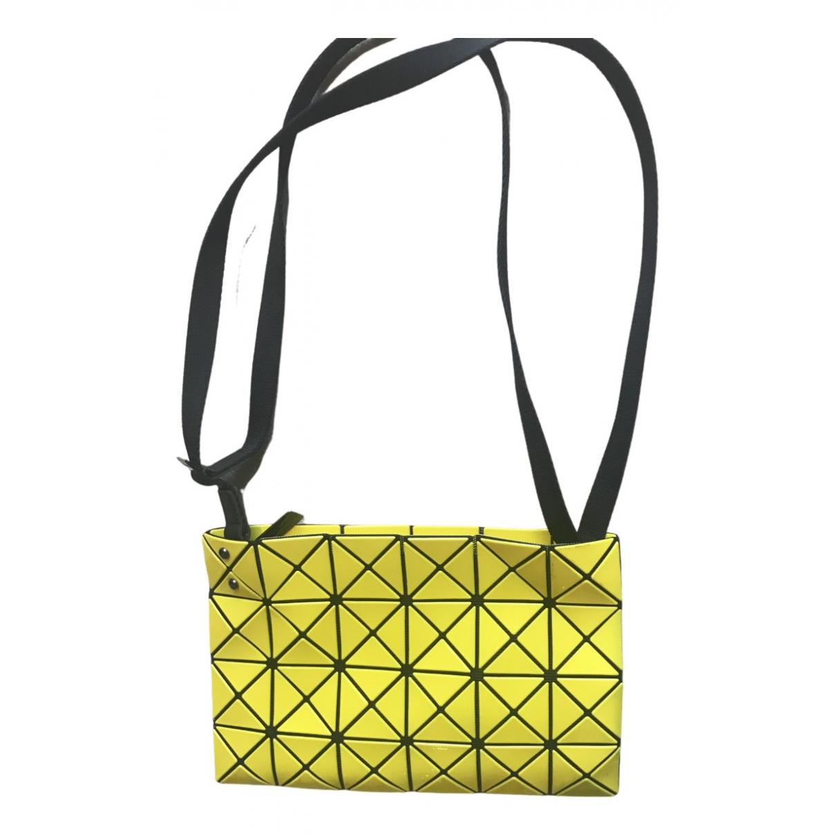 Issey Miyake \N Handtasche in  Gelb Synthetik