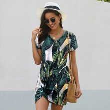 Kleid mit Blatt Muster und Twist vorn