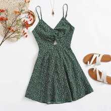 Cami Kleid mit Twist vorn, Band hinten, Gaensebluemchen Muster und Peekaboo Ausschnitt