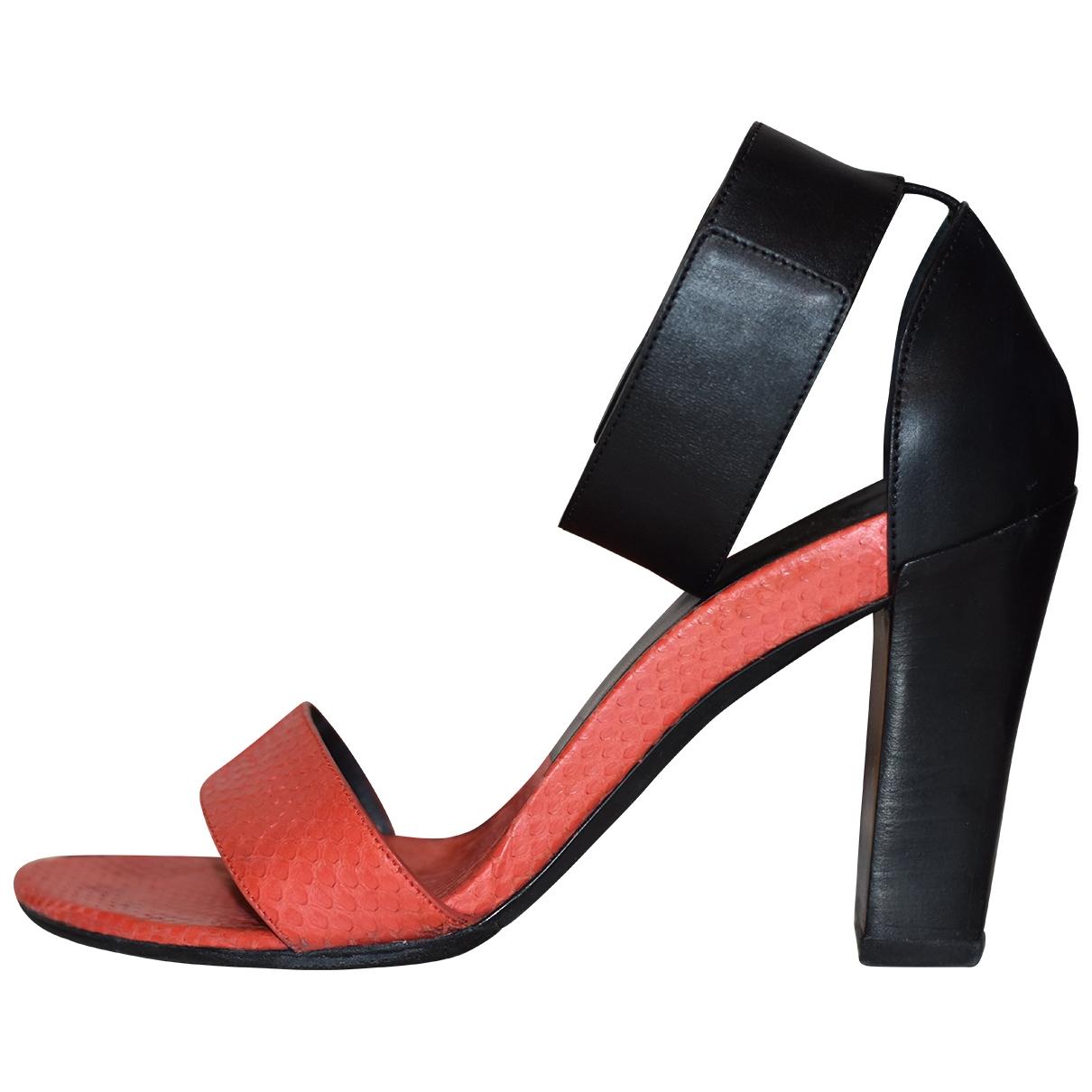 Chloe \N Sandalen in  Rot Leder
