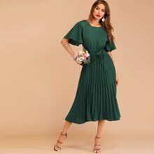 Kleid mit Knopfen, Schluesselloch, Falten und Guertel