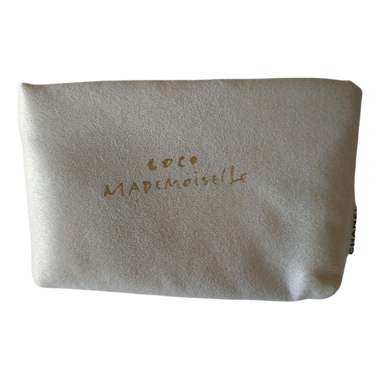 Chanel \N Beige Cloth Travel bag for Women \N