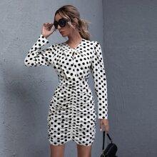 Kleid mit Knoten vorn, Rueschen und Punkten Muster