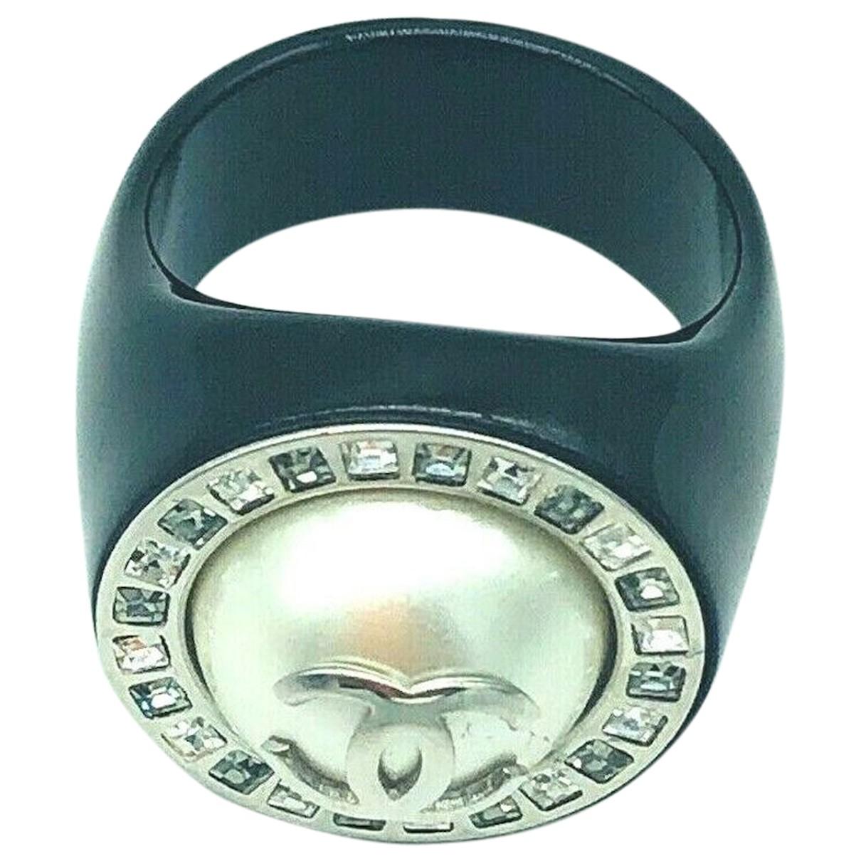 Chanel \N Ring in Kunststoff