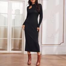 Kleid mit Stehkragen und Ausschnitt