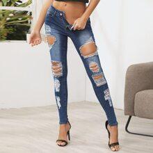 Schmale Jeans mit Knopfen und Riss