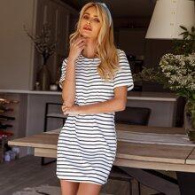 T-Shirt Kleid mit Streifen Muster