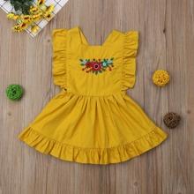 Kleid mit Blumen Stickereien und Raffungsaum