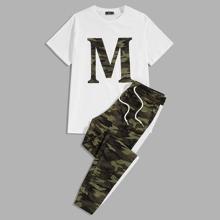 Conjunto de hombres top con letra y dibujo con pantalones deportivos de camuflaje