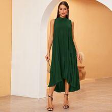 Ärmelloses Kleid mit Band hinten, Stufen und Falten
