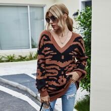 Pullover mit Grafik Muster, V-Kragen und sehr tief angesetzter Schulterpartie