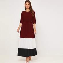 Kleid mit Plissee und Guertel