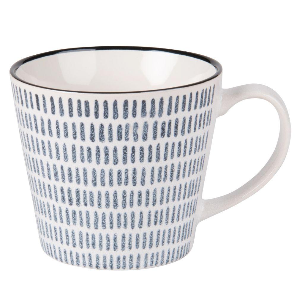 Tasse aus Fayence, bedruckt mit blauen Strichen