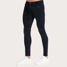 Maenner schmale Jeans mit Riss