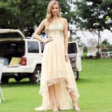 figurbetontes Kleid mit Stufensaum, Glitzer und Netzstoff