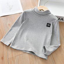 T-Shirt mit Buchstaben Flicken und hohem Kragen