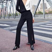 Hose mit Schlitz und ausgestelltem Beinschnitt