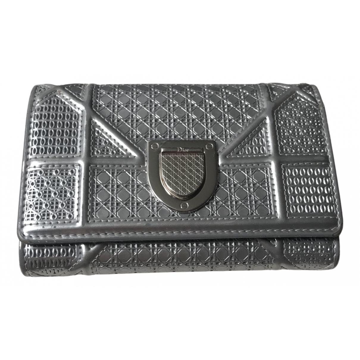 Dior Diorama Portemonnaie in  Silber Leder