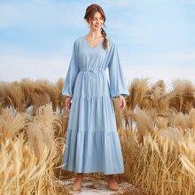 Kleid mit Bischofaermeln, Kordelzug um die Taille und Rueschenbesatz