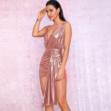 vestido de color metalico fruncido de cuello asimetrico