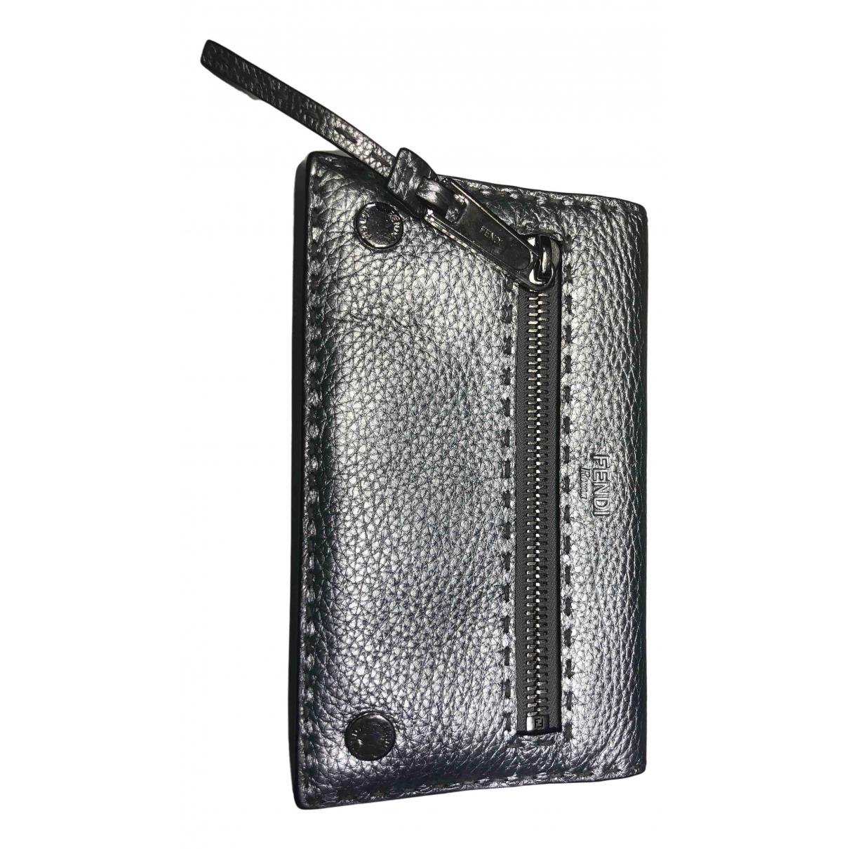 Fendi \N Portemonnaie in  Silber Leder