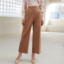 Hose mit schraegen Tashcen, Knopfen vorn und weitem Beinschnitt