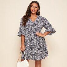 Kleid mit Bluemchen Muster und Schosschen