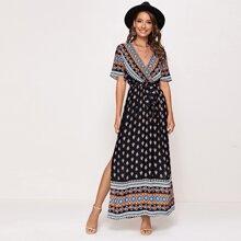Kleid mit V Kragen, Selbstguertel, seitlichem Schlitz und Stamm Muster