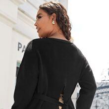 Jersey con abertura con cinturon con encaje en contraste