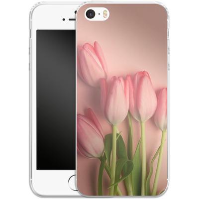 Apple iPhone 5 Silikon Handyhuelle - Pink Tulips von Joy StClaire