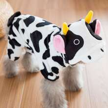 Mono de perro con vaca