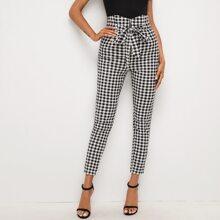 Hose mit eingekerbtem breitem Band, Selbstguertel und Karo Muster