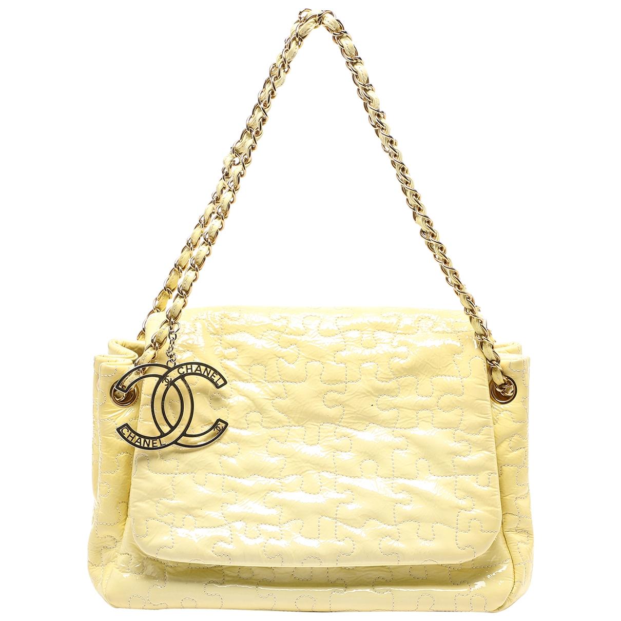 Chanel - Sac a main   pour femme en cuir verni - jaune