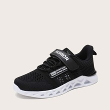 Boys Letter Graphic Breathable Sneakers