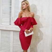 Schulterfreies Kleid mit mehrschichtigen Rueschen