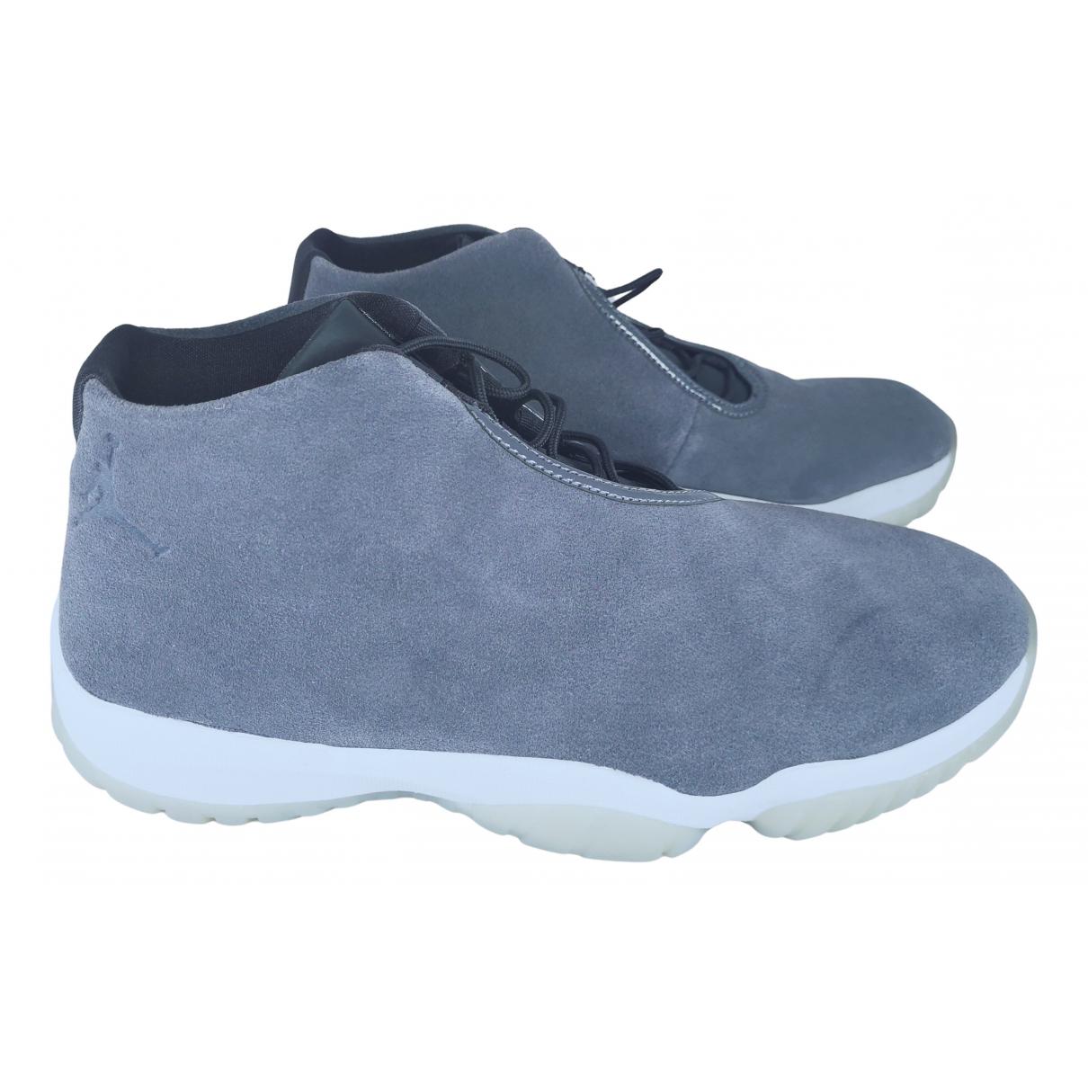 Jordan Air Jordan Future Sneakers in  Grau Veloursleder