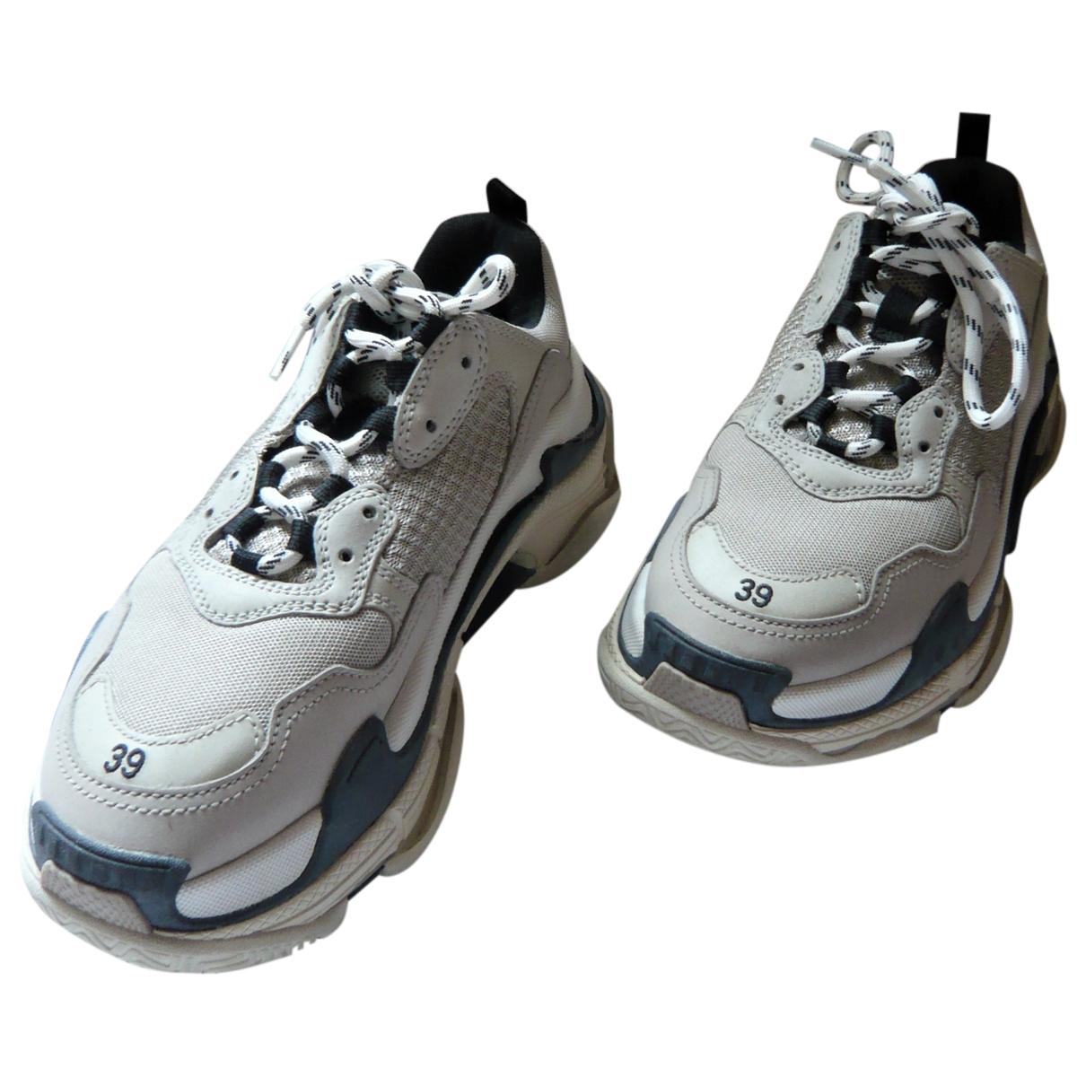 Balenciaga Triple S Sneakers in  Beige Leinen