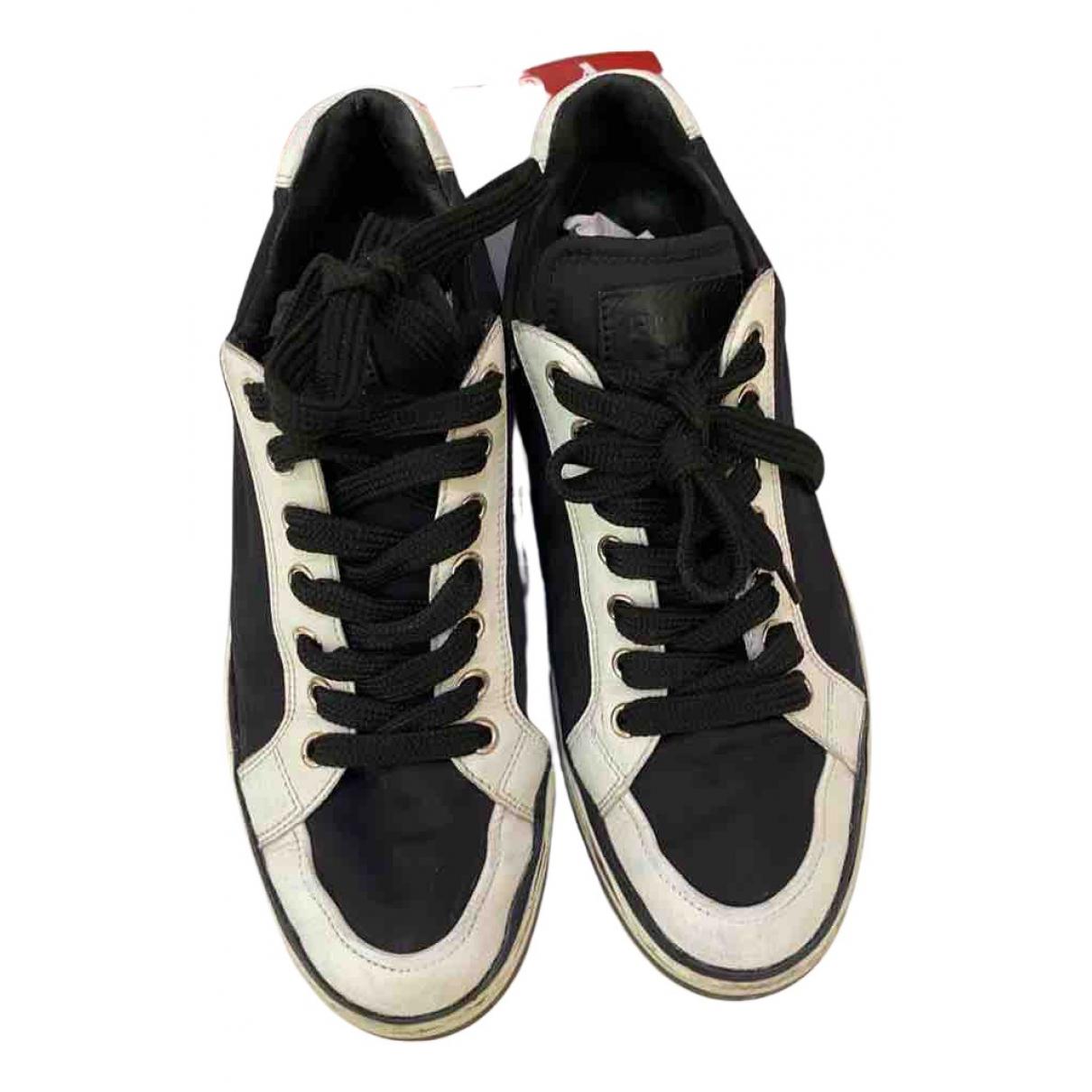 Prada \N Sneakers in Kautschuk
