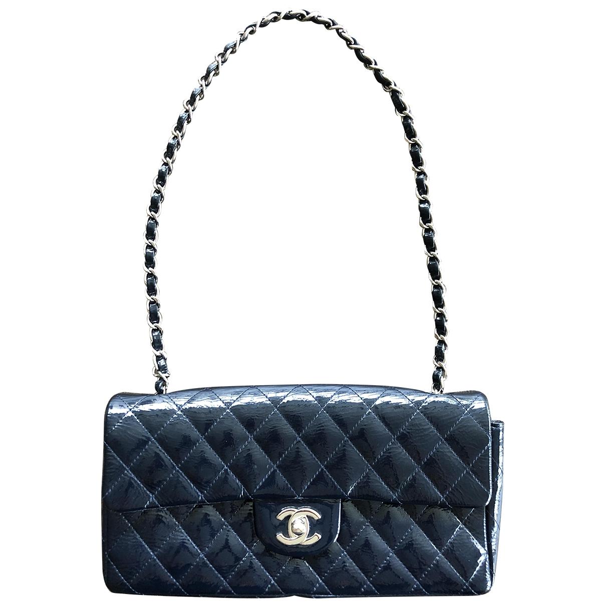 Chanel Timeless/Classique Handtasche in  Blau Lackleder